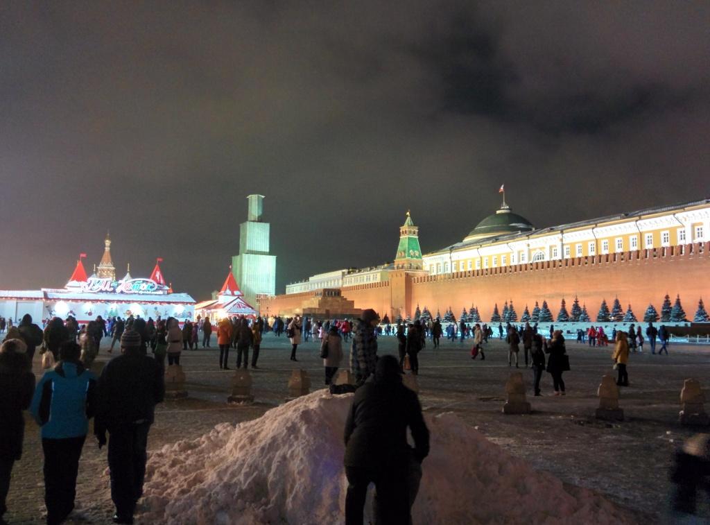 странный образ спасской башни перед новогодними праздниками