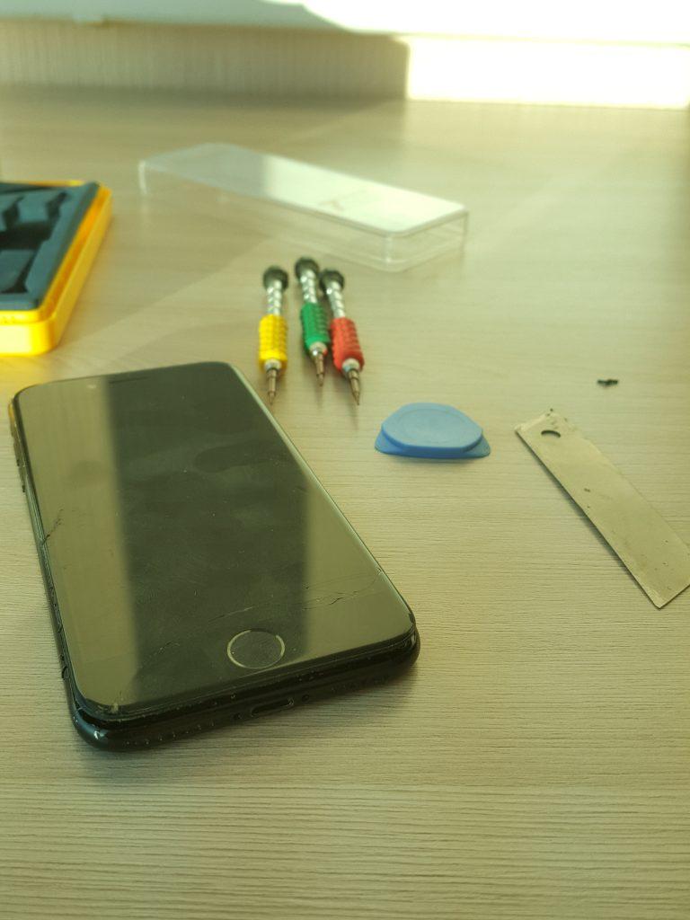 Ремонт iphone 7 c выездом (не заряжается)