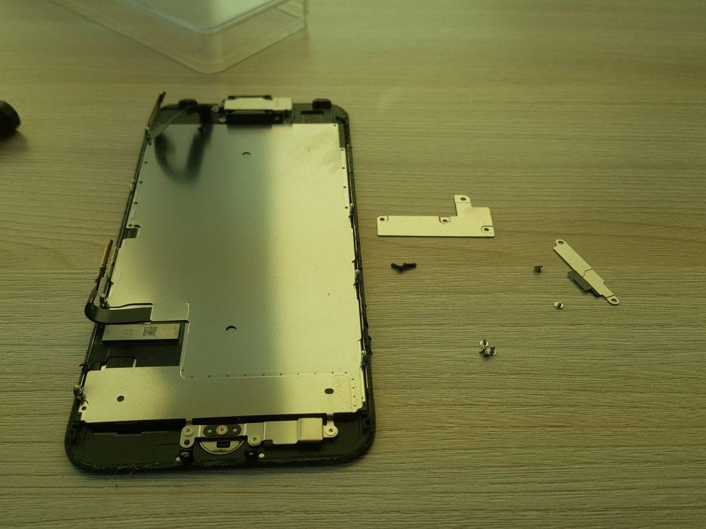 Снятый дисплей iphone 7
