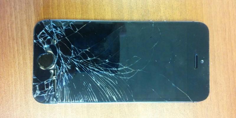 Iphone 5S разбилось стекло (до ремонта)